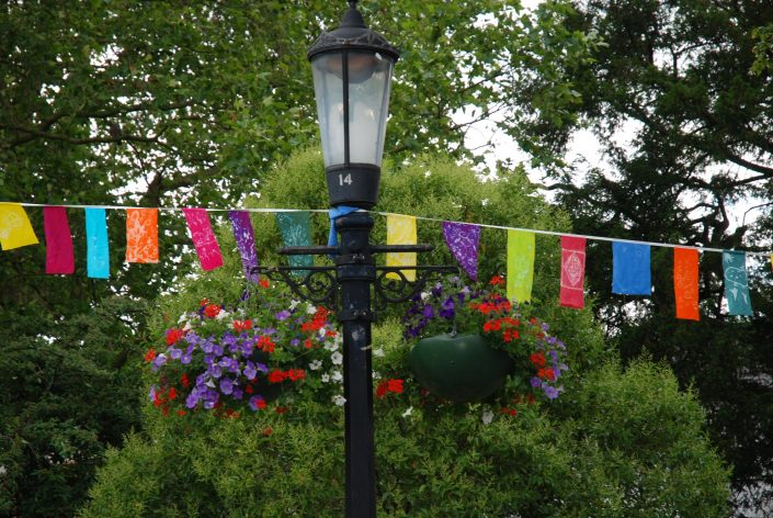 WORKSHOP-CREATING-ARTS-in-OXFORDSHIRE-Kids-Adult-Childrens-Youth-Flags-and-banners