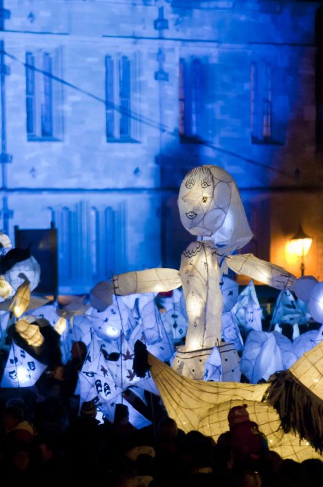 WORKSHOP-CREATING-ARTS-in-OXFORDSHIRE-Kids-Adult-Childrens-Youth-lantern-parade-workshop