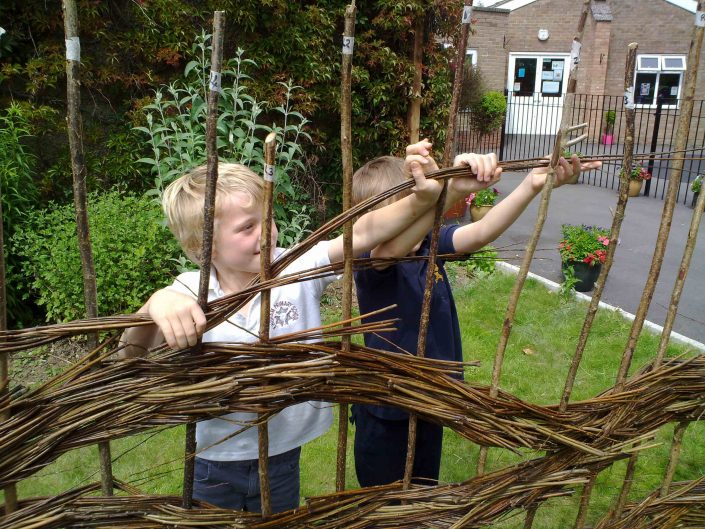 WORKSHOP-CREATING-ARTS-in-OXFORDSHIRE-BERKSHIRE--Kids-Adult-Childrens-Youth-willow-sculpture-workshop installation