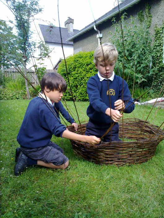 WORKSHOP-CREATING-ARTS-in-OXFORDSHIRE-BERKSHIRE--Kids-Adult-Childrens-Youth-willow-sculpture-workshop