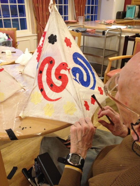 WORKSHOP-CREATING-ARTS-in-OXFORDSHIRE-elderly-Adult-care-home